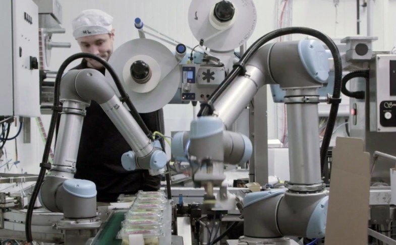 How Different is Universal Robot's Cobot From Traditional Robots?